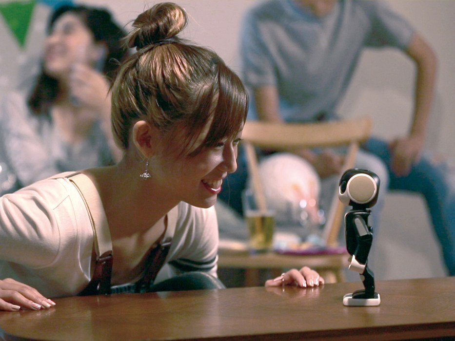RoBoHoN both fits in your pocket and does face recognition. ©Shar