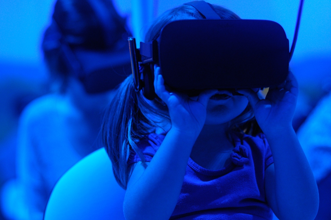 child-playing-vr-game