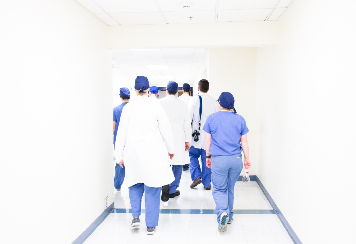 surgeons-walking-down-the-hall