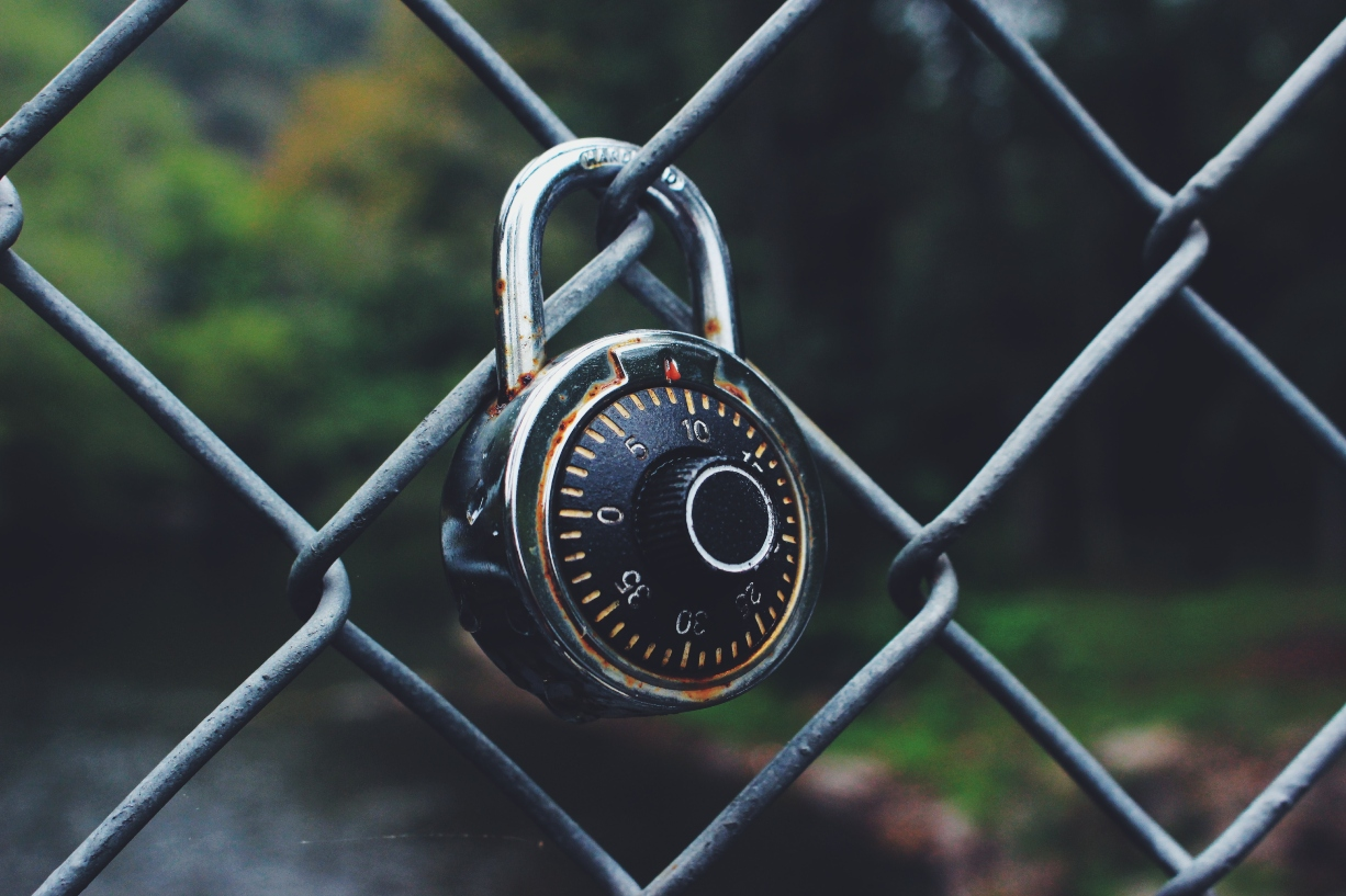 lock-on-wire-fence